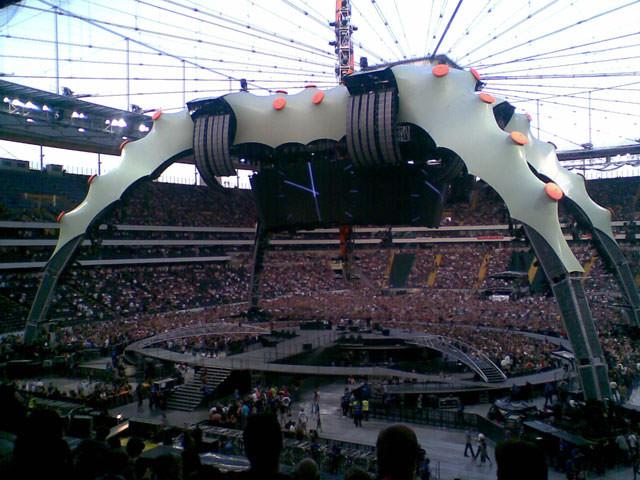 Die Bühne – 360 Grad und riesig