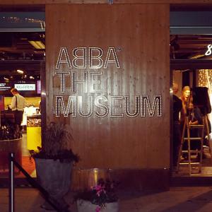 Vor dem ABBA-Museum
